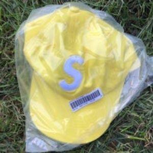 Supreme Ventile Yellow S Logo 6-Panel (FW21)